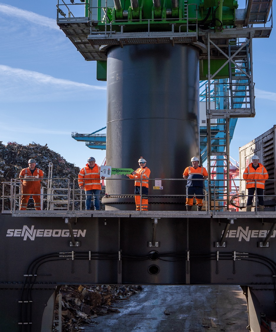 EMR unveils new hybrid material handler at Liverpool Alexandra Docks
